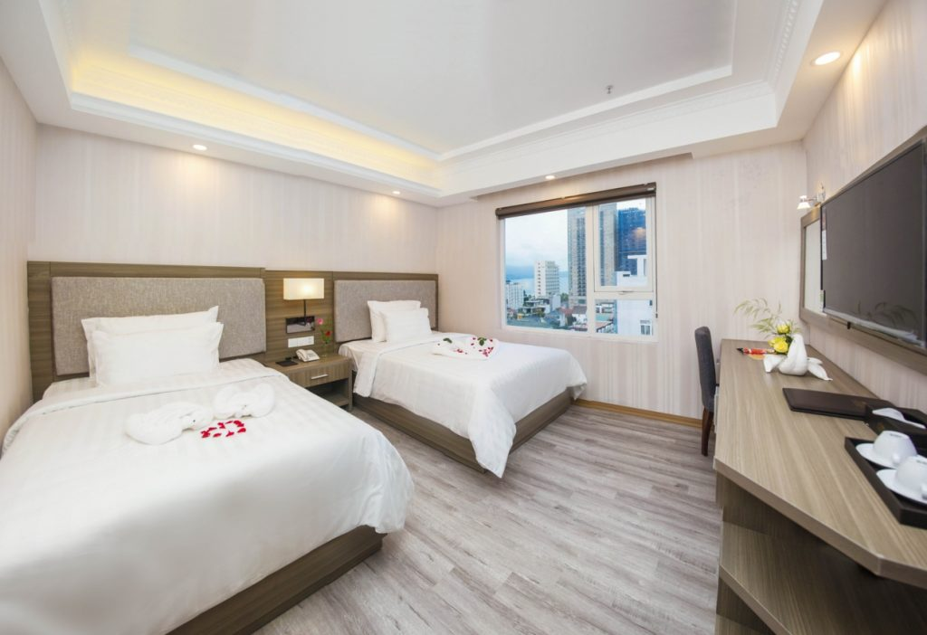 Phào trần trang trí phòng ngủ khách sạn